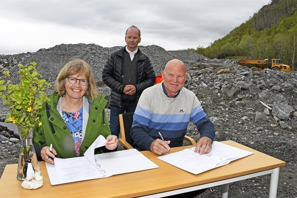 Signering av byggekontrakten for |nytt sykehus i Narvik