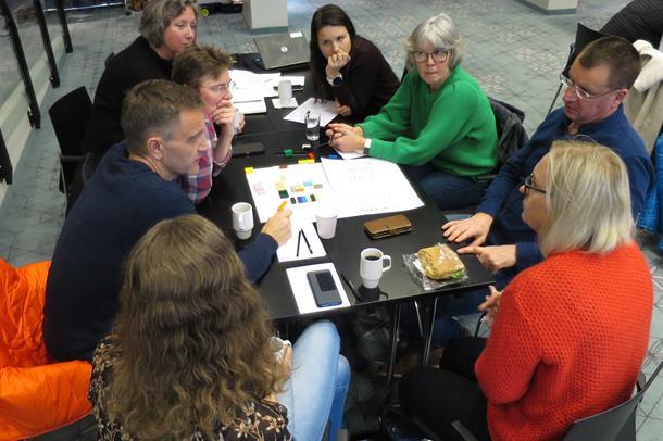 Pasientrepresentanter, ansatte fra UNN Narvik og Narvik kommune diskuterer utformingen av det felles akuttmottaket og legevakten